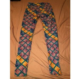 🌼 S O L D 🌼 NWOT LulaRoe one size leggings